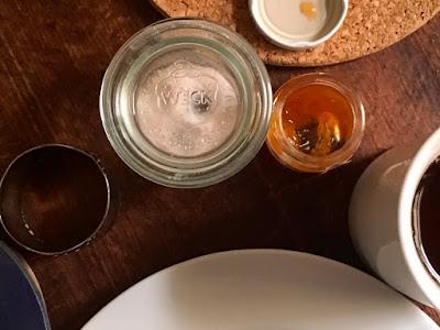 Salzglas, Teetasse, Serviettenring, Teller, Untersetzer, Marmeladenglas: alles rund