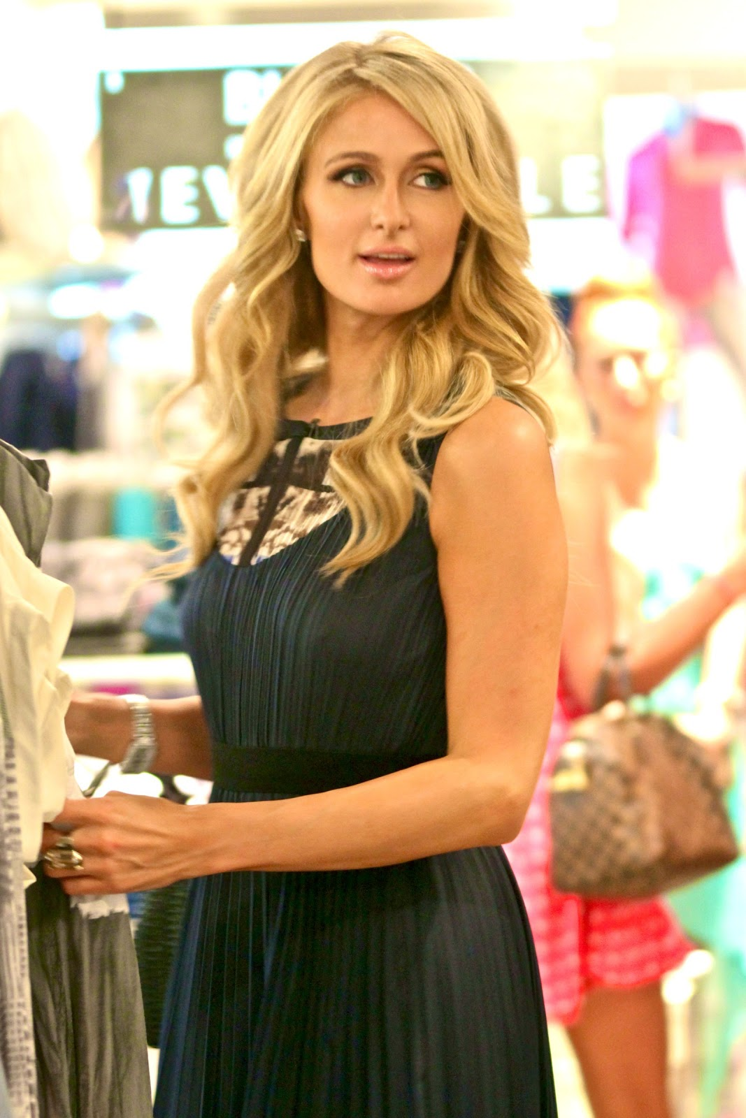 Paris Hilton Spotted Shopping In Los Angeles - Hot Celeb