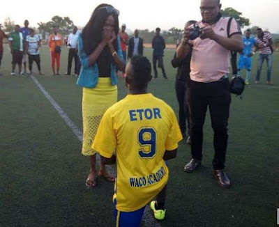Enyimba Star Daniel Etor dramatically Proposes To Girlfriend During Match (pics)