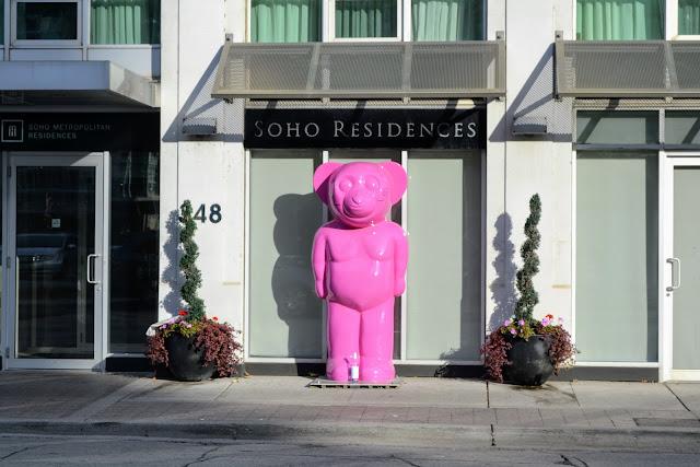 Рожевий ведмідь. Джонатан Віловіч. Торонто. Канада (Pink Bear. Jonathan Villoch. Toronto. Canada)