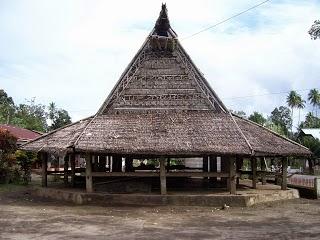 rumah adat maluku utara sasadu