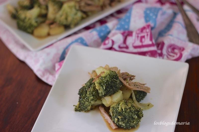 Brócolis con pollo a la salsa de soja