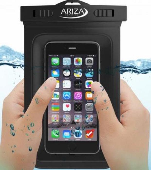 5 Waterproof Pouch Terbaik yang Cocok Banget Kamu Bawa Liburan