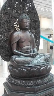 železná socha Budhu v Edinburgu