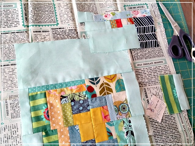 improvisation piecing, patchwork, scrap busting, Puppilalla, log cabin block, patchwork pillowcase