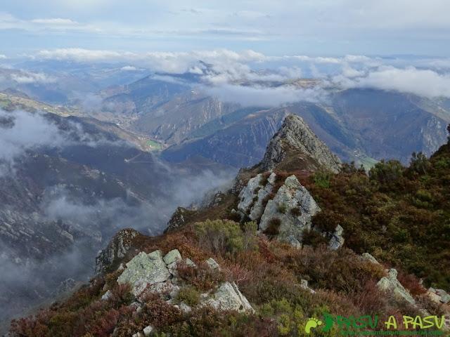 Pico Castillo desde la cima de La Rozada
