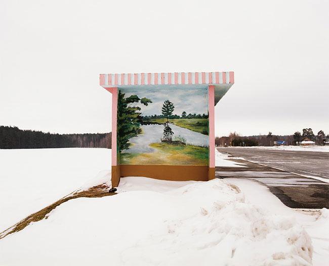 Fotógrafa tomó imagenes de coloridas paradas de autobuses que recorre Bielorrusia