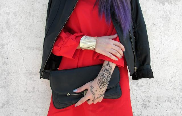 henna tattoo hand