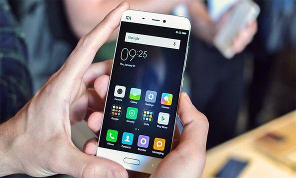 عندما تقوم شركة آبل بإطلاق هاتف آيفون جديد يبلُغ ثمنه 649 دولار أمريكي، فأنّنا سوف نتوقع أنّ يكون هاتفًا مُميزًا جدًا. ولكنّ هذا مبلغ كبير جدًا لصرفه على مُنتج يُمكننا إيجاد بدائل له وبسعر أرخص منه. لذلك نحن نجد أنّ هاتف Xiaomi Mi 5 البالغ سعره 300 دولار أمريكي