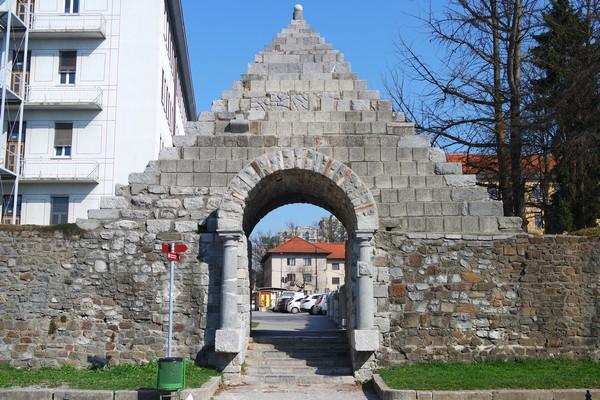 ljubljana emona ruines mur romain