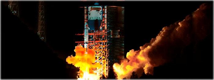 china lança satélite para missão no lado escuro da Lua