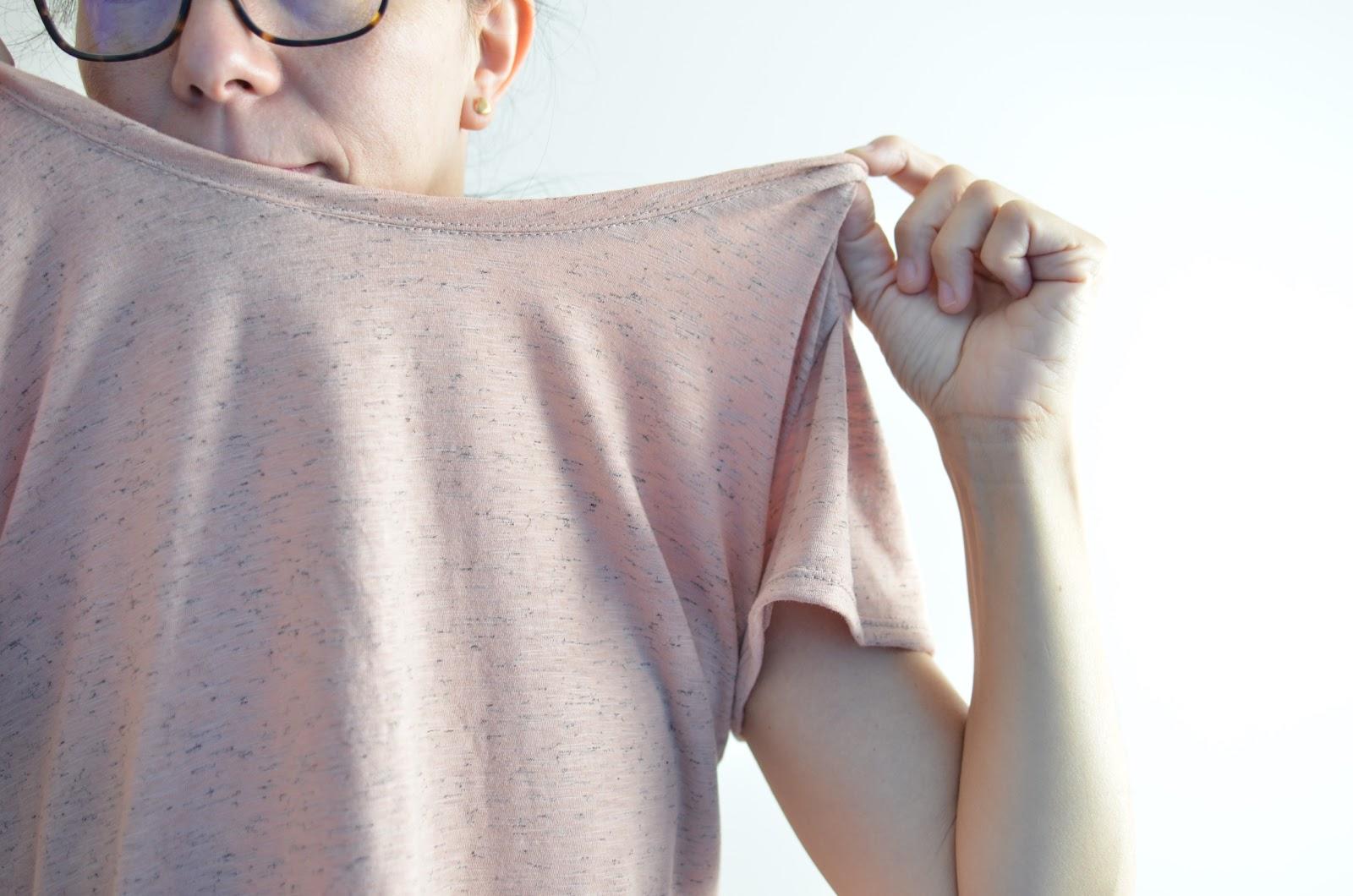 cuello con tela de camiseta sin elastano