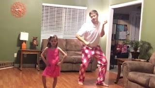 Papà e hija bailando