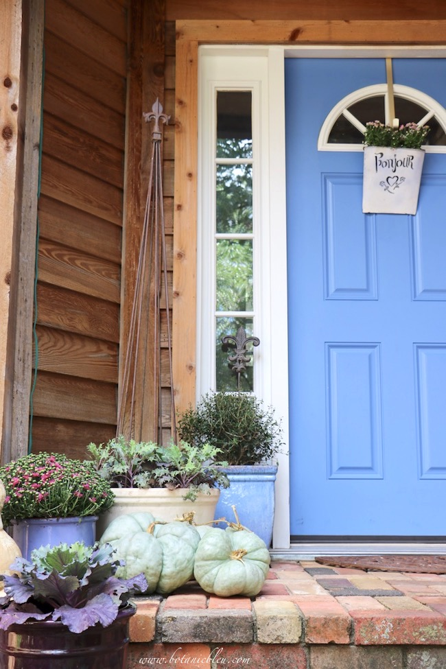 fall front porch decorating ideas with color and french country touches