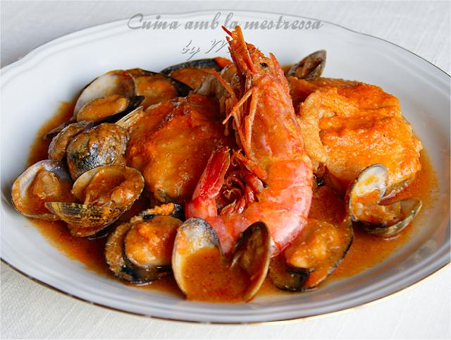 http://cuinaamblamestressa.blogspot.com.es/2014/02/romescada-de-pescado-y-marisco.html