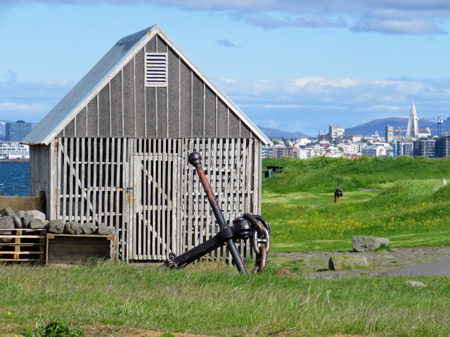 Take a walk in Reykjavik: hut and city views