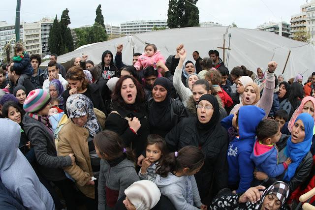 """Αποβιβάστηκαν 2.500 Σύροι πρόσφυγες από το πλοίο """"Ελ.Βενιζέλος"""""""