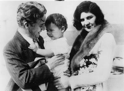 Чарльз Чаплин, Лита Грей и Чарли Чаплин-младший, ноябрь 1926 г.