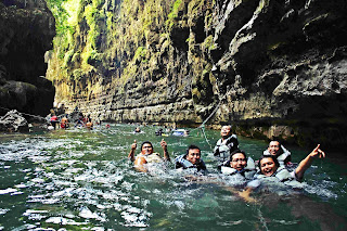 berenang dilokasi utama green canyon