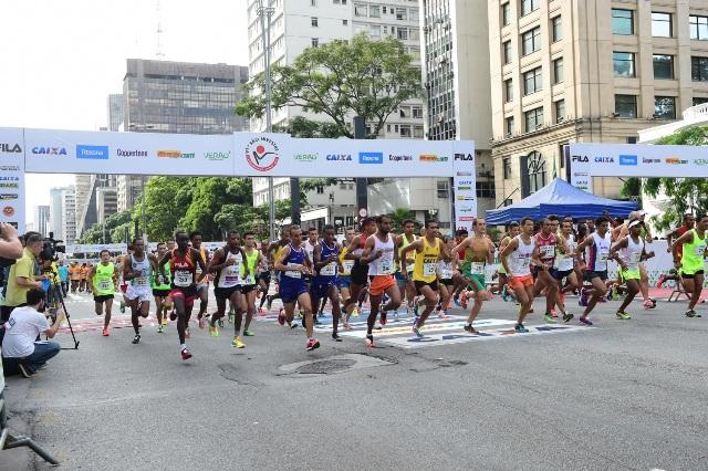 Largada da corrida de São Silvestre, na Avenida Paulista, em São Paulo: emissoras abandonam a transmissão do evento (Foto: Gazeta Press)