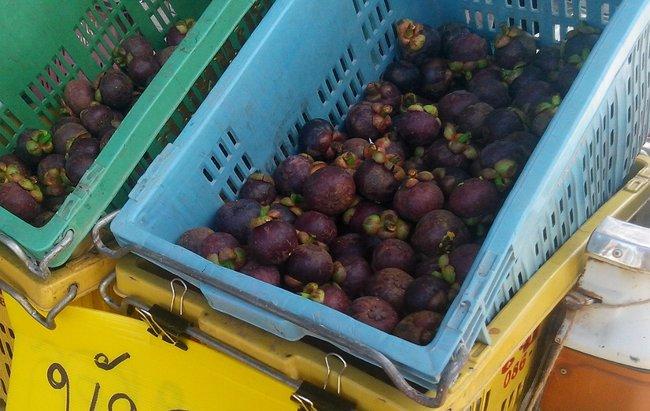 Ящики с мангостинами