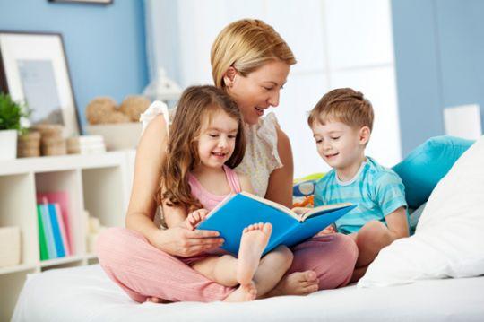 Mengenalkan Buku Kepada Anak