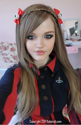c5f7e2d32a01 ... the resemblance between this girl and the popular Barbie doll. I mean