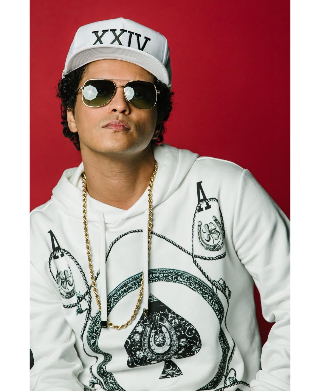 Toya 39 Z World Bruno Mars Covers Nme Brings 39 24k Magic