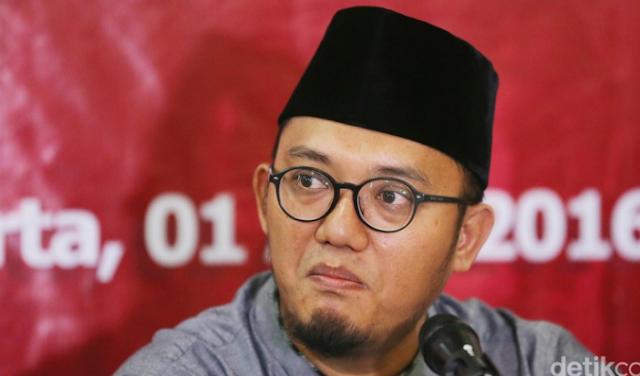 """Ketum PP Pemuda Muhammadiyah Ajak Ernest Prakasa Debat Terbuka, """"Anda Terlalu Banyak Nyinyir"""""""