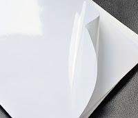 A4 büyüklüğünde ucu kıvrılmış parlak kuşe kağıdı