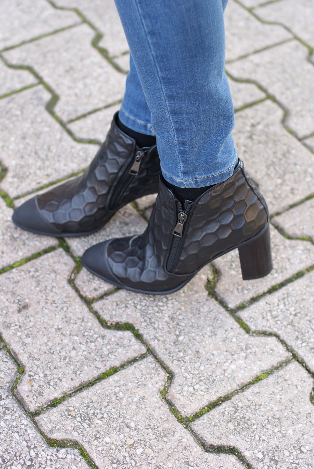 Roberto Botticelli hive print mid heel shoes on Fashion and Cookies fashion blog, fashion blogger style