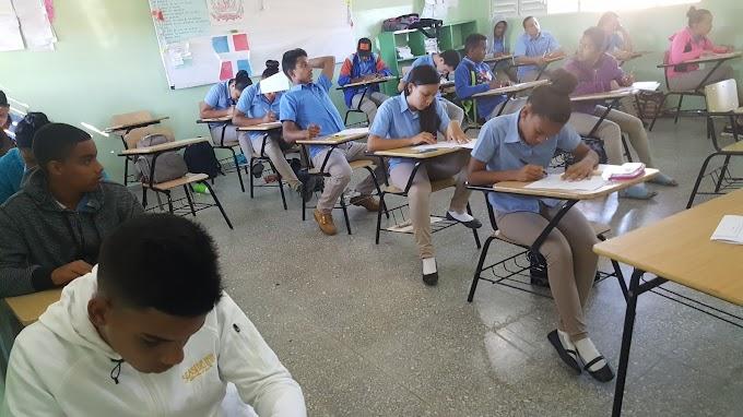 Inician con éxito los exámenes de fin de semestre para 3ro y 4to de media