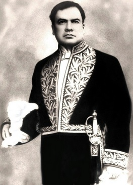 Retrato de Rubén Darío de pie