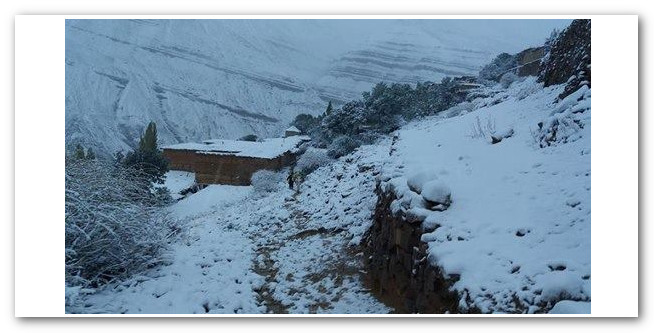 الثلوج تعزل دواوير بإقليم بولمان والمواطنون يستنجدون لإنقاذهم