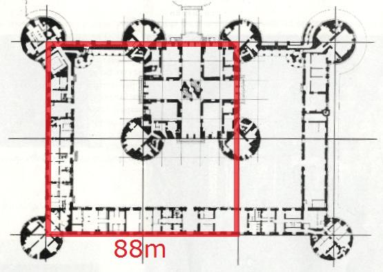 La base de la Pyramide se retrouve sur le plan du château de Chambord.