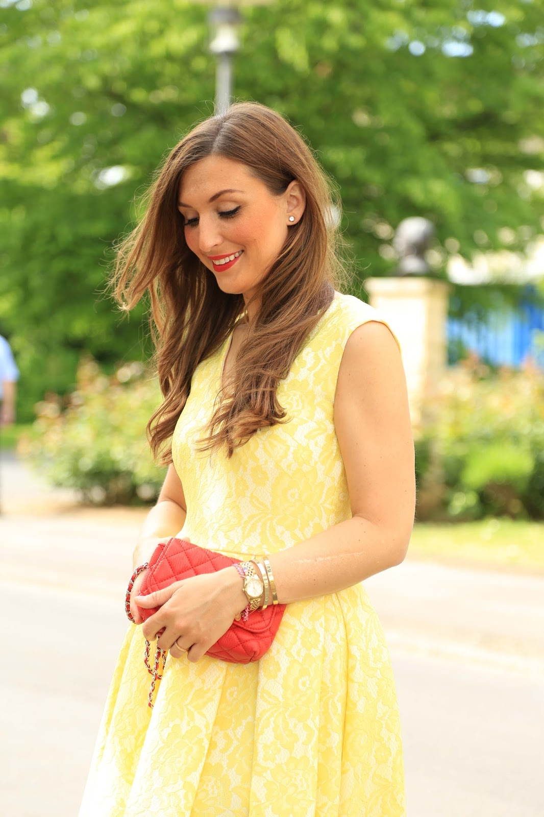 Fashionstylebyjohanna im Kleid  -Fashionstylebyjohanna - Streifenkleid - Weiß blau gestreiftes Kleid- Rote Schuhe - Fashionblogger aus Frankfurt - Frankfurt Fashionblogger