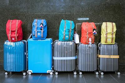 Traveling Pilih Koper Dengan Warna Mencolok