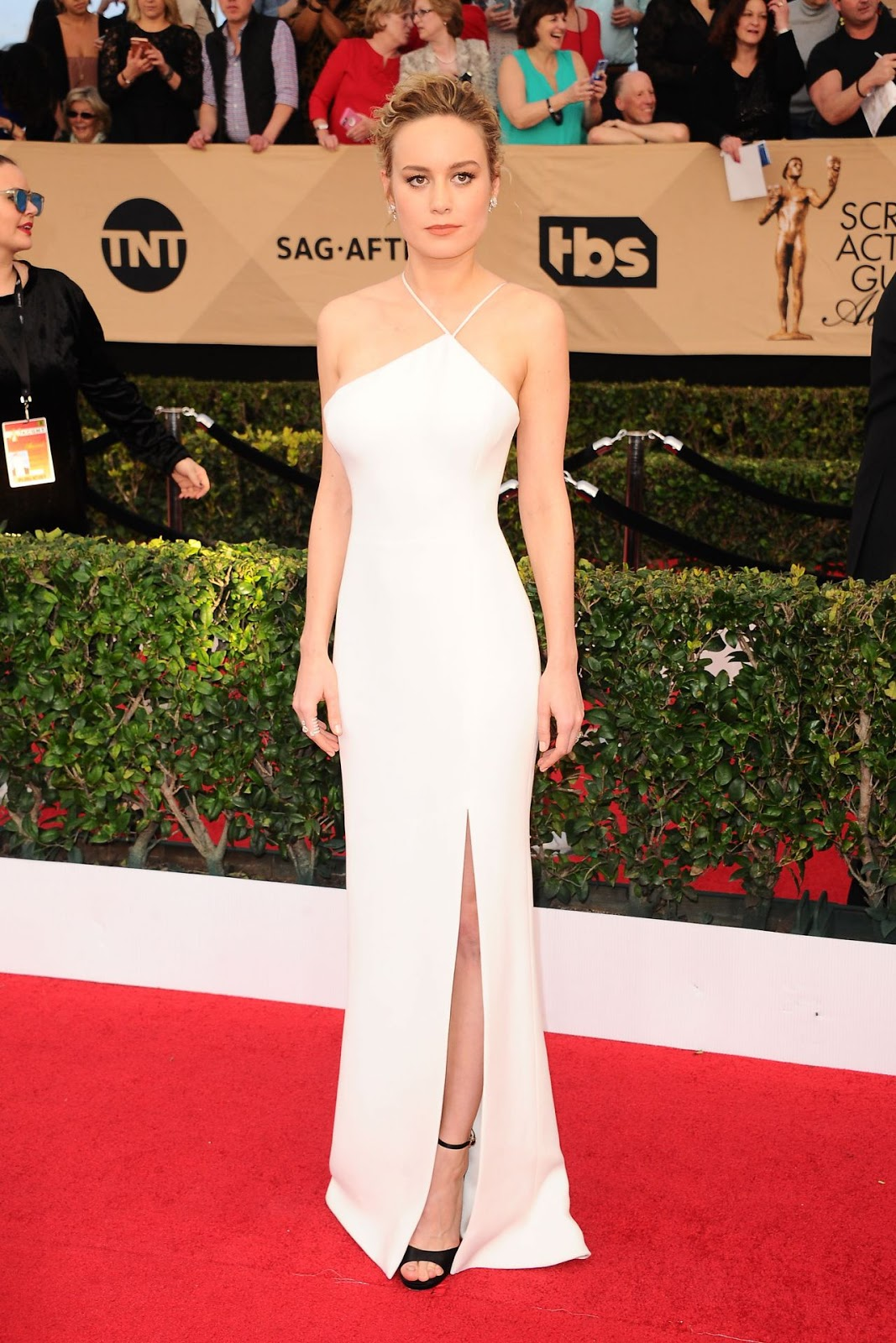 Brie Larson wears elegant ivory gown to the 2017 SAG Awards