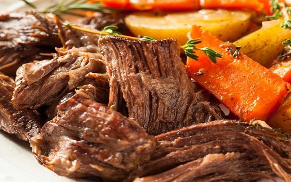 Carne e frango (Imagem: Reprodução/Revista Casa e Jardim)