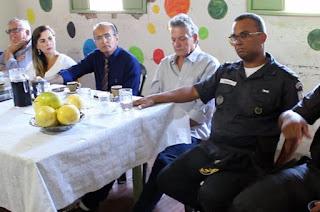 http://vnoticia.com.br/noticia/2480-conselho-de-seguranca-se-reune-em-sfi-pela-primeira-vez-apos-a-intervencao-federal