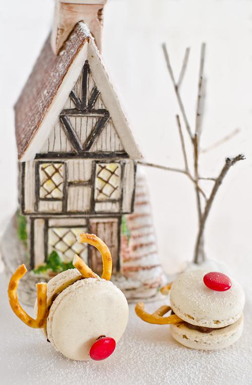 Reindeer Gingerbread Macarons