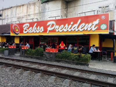 makanan-khas-malang-tempo-dulu-bakso-presiden