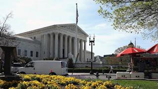 المحكمة العليا الامريكية تلغي قانون مينيسوتا الذي يحظر ارتداء الملابس السياسية في مراكز الاقتراع