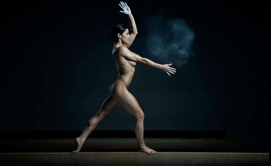 Обнаженный спорт и танцы
