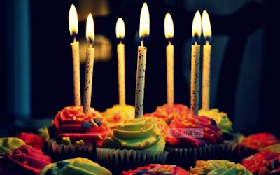 ميلاد 2017 بوستات اعياد ميلاد Celebration-cake-muffins-happy-birthday-backgrounds-candles-fire-flame-620x388.jpg