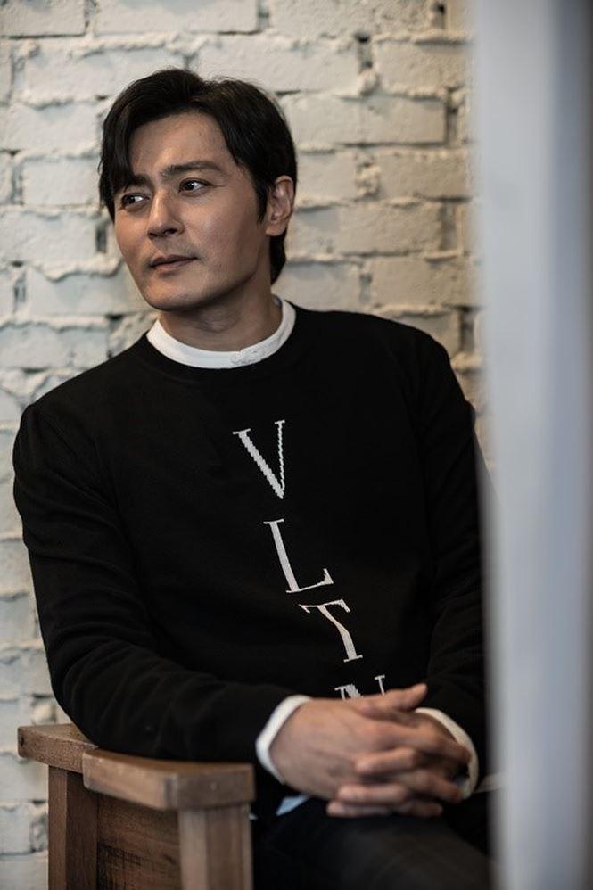 Jang Dong Gun 46 tuổi điển trai phong độ khiến phái nữ say đắm - Ảnh 2