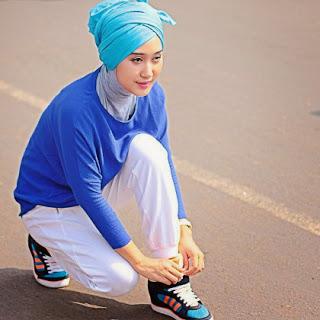 Seringkali para hijabers dibentuk galau ketika harus menentukan model hijab maupun pakaian ya Tips dan Model Hijab untuk Berolahraga Di Luar Ruangan