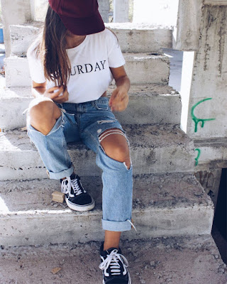 outfit tumblr con jeans rotos