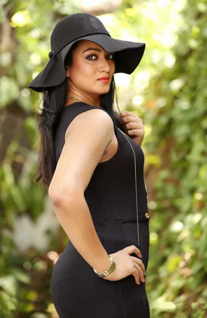 Telugu TV Actress Ashmita Karnani Hot In Black Dress