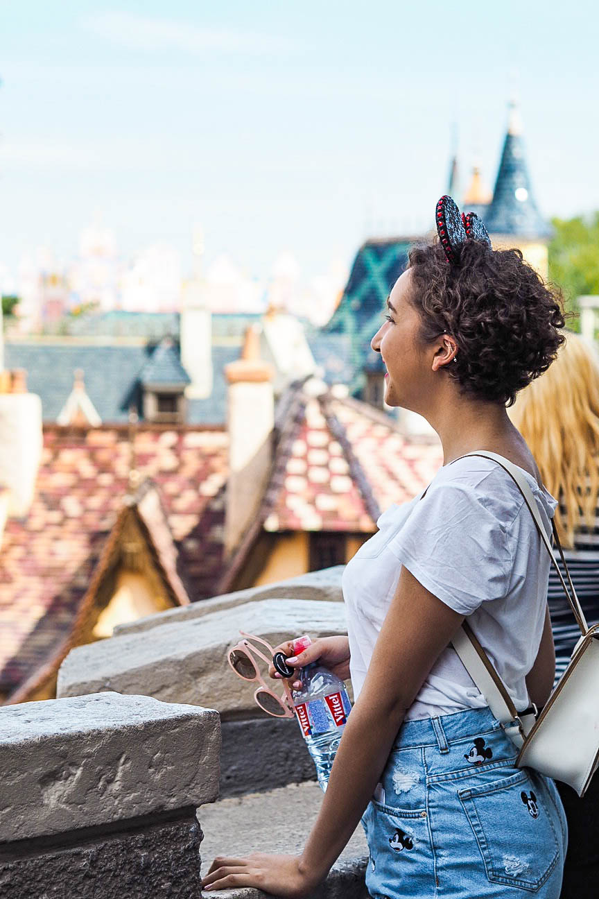 Fashion blogger at Disneyland Paris